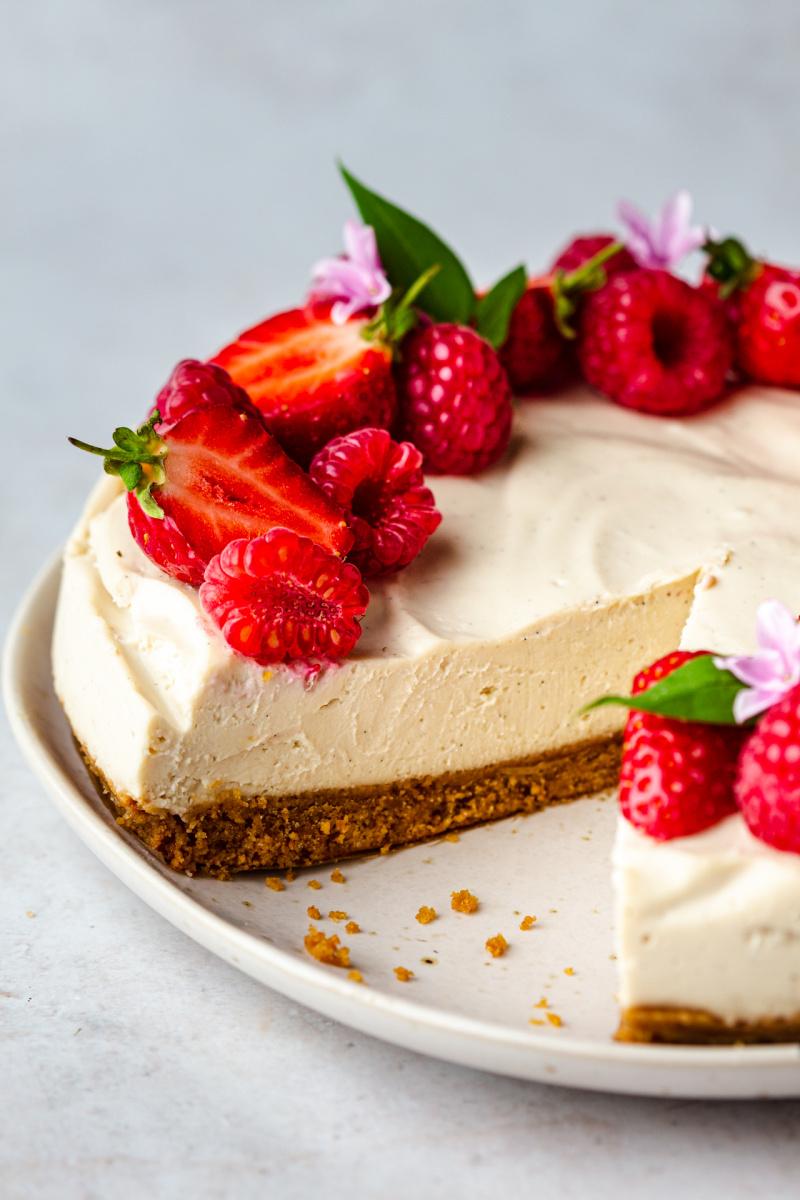 no bake vegan cheesecake cross section
