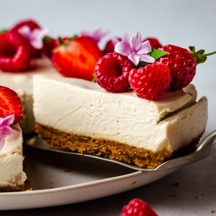 no bake vegan cheesecake slice out