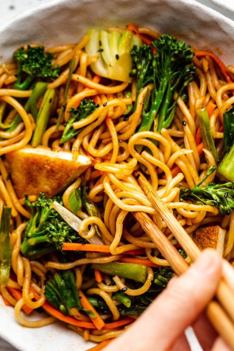 quick vegan spring onion noodles close up