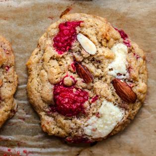 vegan raspberry white chocolate cookies