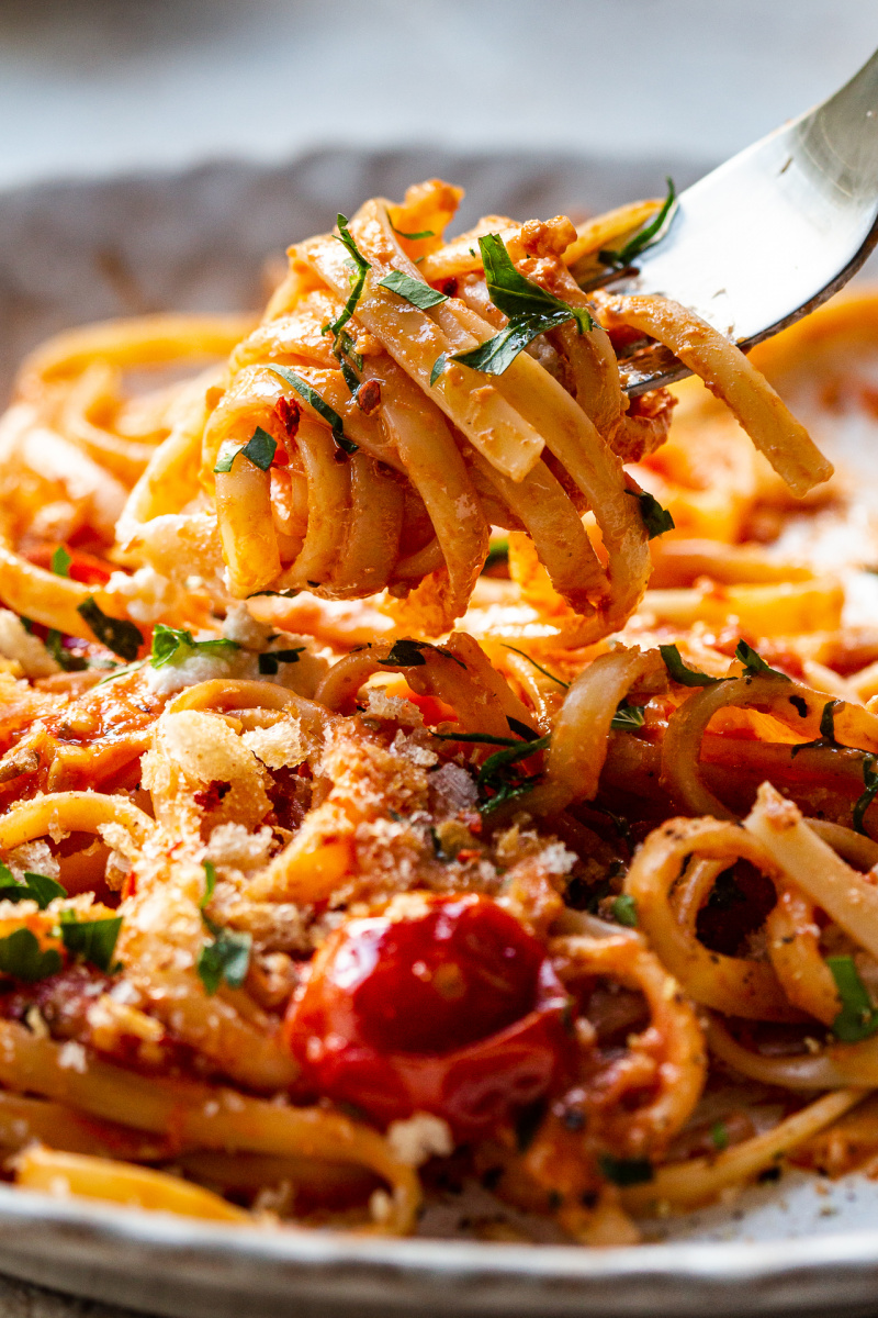 garpu saus tomat panggang